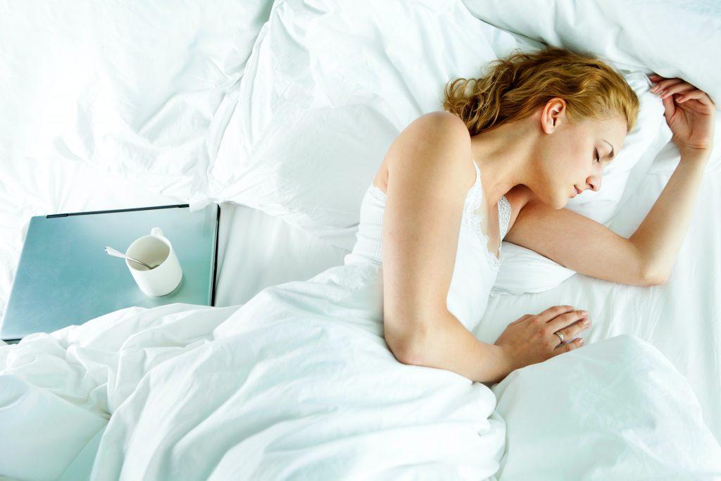 Lograr un sueño reparador es posible si sigues una serie de pautas y las conviertes en un hábito.